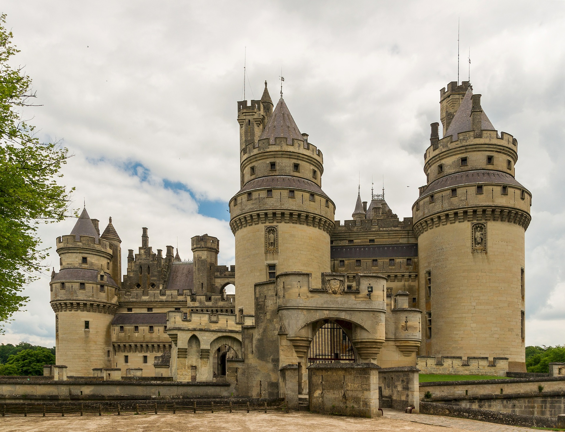 pierrefonds-castle-535531_1920 (1)